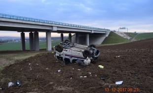 Vodič takto pristál po páde z mosta, nafúkal totiž 1,5 promile