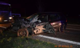 Čelná zrážka! Mladá vodička si pri predbiehaní nevšimla oproti idúce auto, v ňom sedeli 4 muži