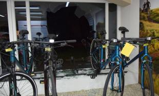 Chytený priamo pri čine:Muž kradol v obchode s bicyklami, ujsť sa mu vďaka zásahu polície nepodarilo