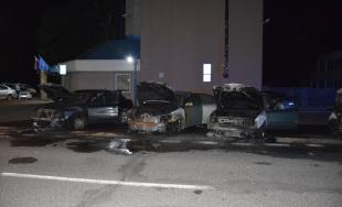 V Nitre horeli autá, páchateľ ich polial horľavou zmesou